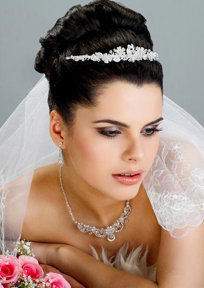 Hochzeitsfrisuren Brautfrisuren Mit Schleier Und Diadem