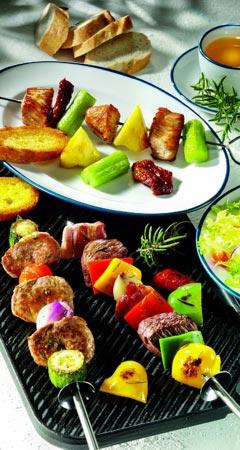 Dreierlei Fleisch-Spieße grillen