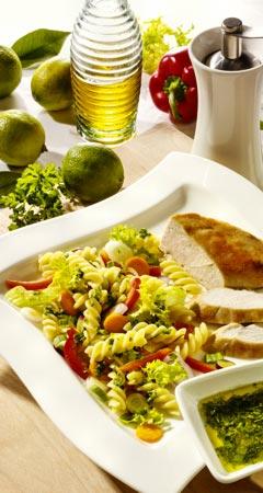 Nudelsalat mit Hähnchenbrust und Limettendressing
