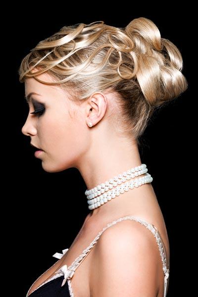 Schicke Hochsteckfrisur mit elegantem Haarknoten