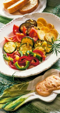 Gebackene Kartoffeln mit Gemüse