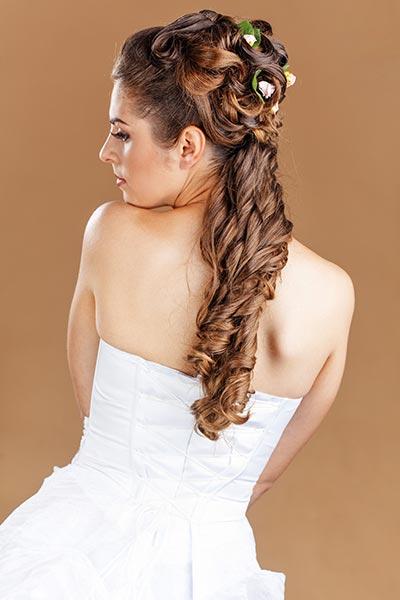 Frisuren für die Hochzeit - Locken, Flechten und Curlies