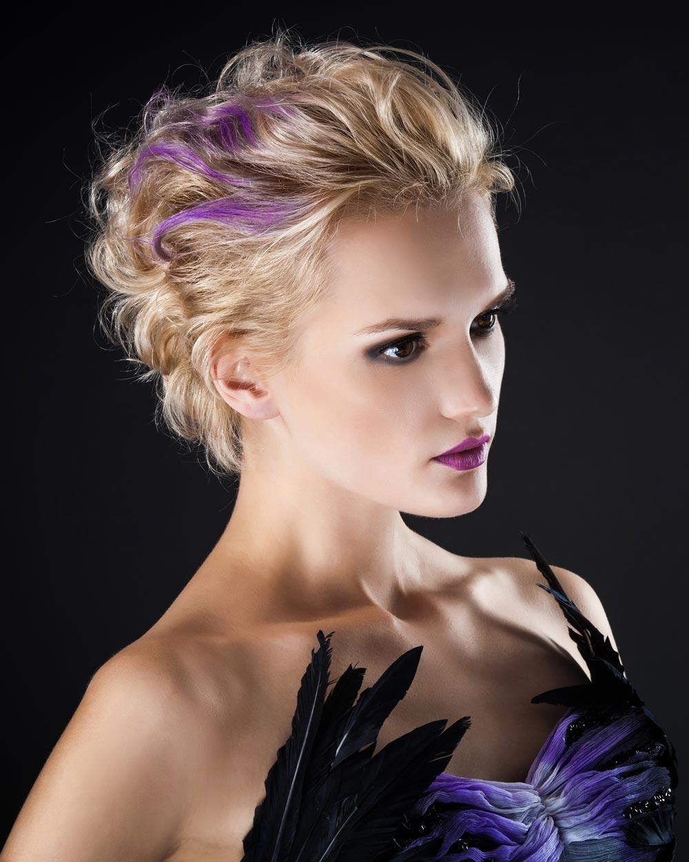 Festliche Kurzhaarfrisur für lockiges Haar | Schicke