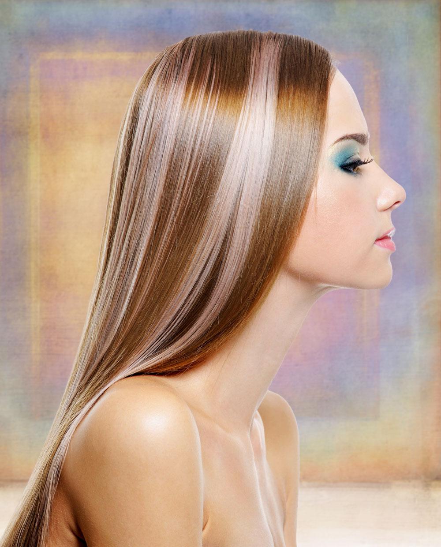 sehr lange haare mit strähnen im sleek-look   schöne