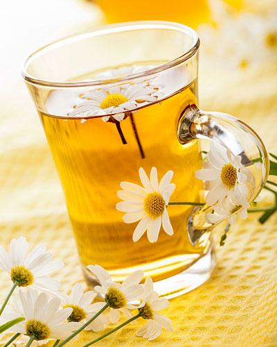Kamillenblütentee gegen Pickel und Akne