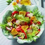 weiter zu - Knackiger leichter Sommersalat