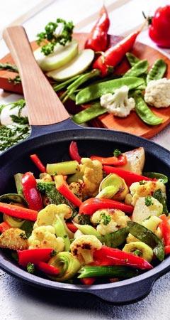 Bunte vegetarische Gemüsepfanne Gartenfrische