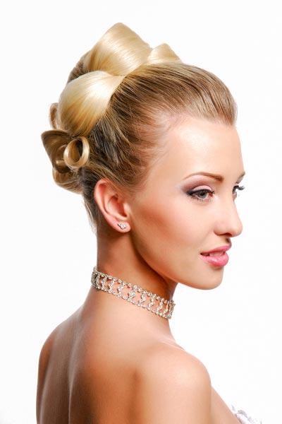 Edle hochgesteckte Frisur für die Braut