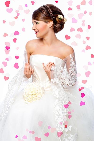 Flechtfrisur zur Hochzeit mit Blüten - Hochsteckfrisuren für die Hochzeit