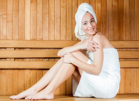 In Saunalandschaften entspannende Wärme genießen