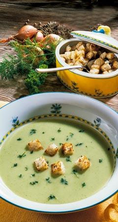 Leichte Kräutersuppe mit Joghurt