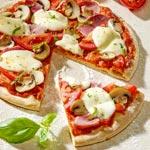 zum Pizza-Rezept - Pizza mit Schinken und Pilzen