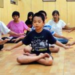 weiter zu - Eignet sich Meditation für Kinder?