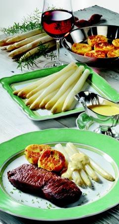 Spargel mit Fleisch: Spargel mit Rinderfilet, Kartoffelplätzchen und Bernaise