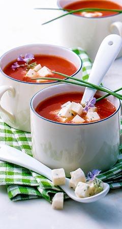Tomaten-Mozzarella-Suppe