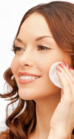 Gesichtswasser gegen Pickel, Akne, Mitesser und unreine Haut helfen