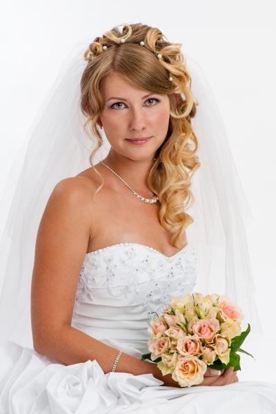 Romantische Brautfrisur Mit Voluminösem Schleier Hochzeitsfrisuren