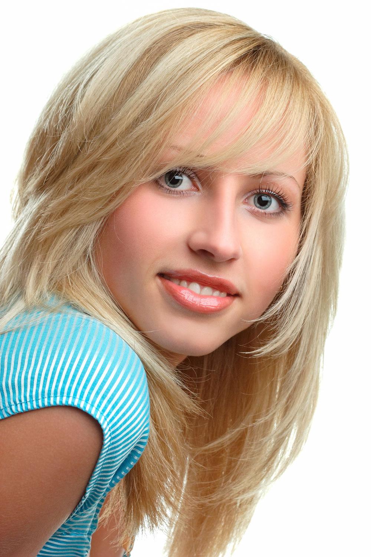 Durchgestufte Lange Haare Mit Blonden Strahnchen Langhaarfrisuren