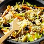 weiter zu - Vegetarische Reispfanne mit Pilzen