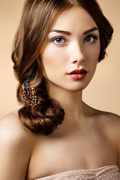 Haarschmuck mit Blumen, Federn, Blüten, Strass, Perlen, Schmetterling