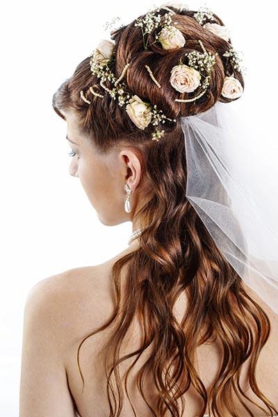Blütentraum Mit Schleier Hochzeitsfrisuren Brautfrisuren Für