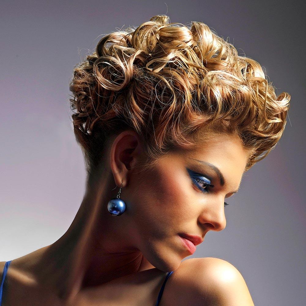Elegante Partyfrisur für kurze Haare mit Locken  Mittellange und
