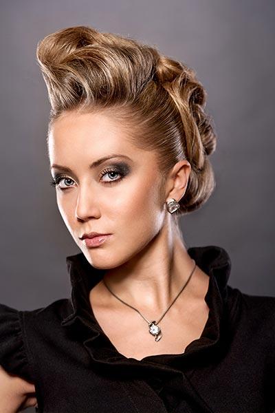 Elegante Steckfrisur für lange Haare