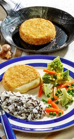 Backcamembert mit Gemüse und Reis