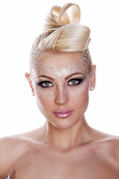 Futuristische ausgefallene Hochsteckfrisur für dünne Haare