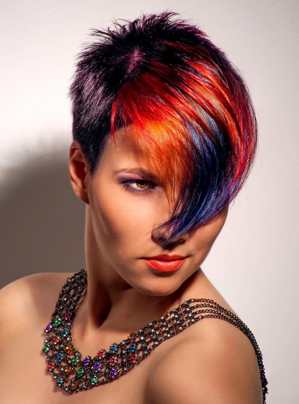 Coole Undercut Frisur mit roten Strähnen | Frisuren mit ...