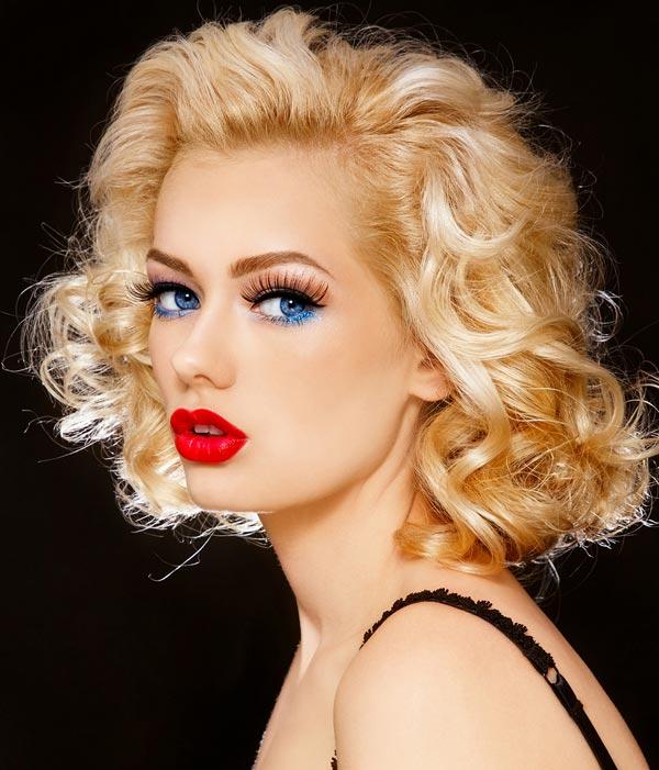 Augen make up mit lidstrich und langen wimpern blaue augen schminken schminkanleitung - Blaue augen schminken anleitung mit bildern ...