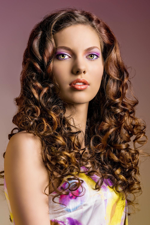 lockige festfrisur für lange haare, offen gestylt | lange