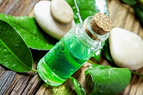 Teebaumöl gegen Pickelmale