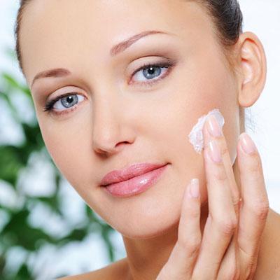 Narbengel oder Narbensalbe gegen Pickelmale
