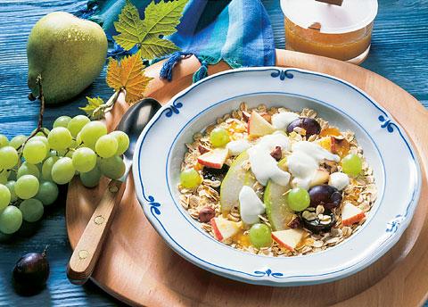 Frühstück: Vollwertmüsli mit Trauben