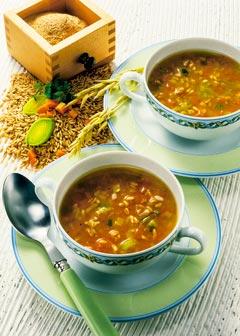 Gesunde vegetarische Diät - Abendessen: Gemüsesuppe mit Möhren und Hafer