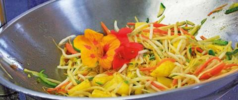 Fettarme Rezepte: Sprossen-Ananas-Wok