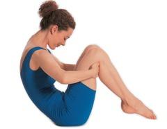 Pilates Übungen Bauch: 1. Ziehen Sie die Fersen in Richtung Gesäß ...