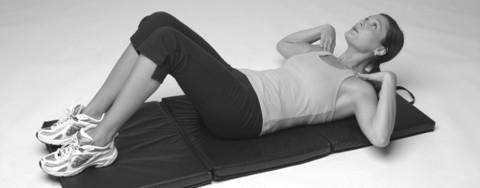 Training für Bauchmuskeln: Ohne Unterstützung des Halses