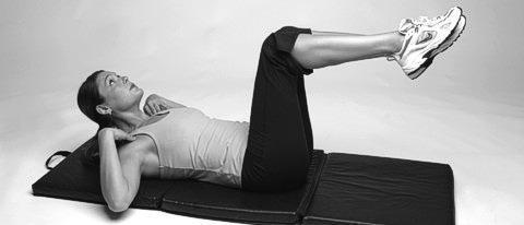 Crunch Übung für gerade Bauchmuskeln: Beine und Hals werden nicht unterstützt
