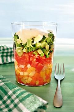 Basenfasten Rezepte: Salatcocktail mit Kartoffeldressing