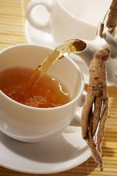 Ginseng wirkt als Tee, Kapseln, Pulver, Dragees oder Creme