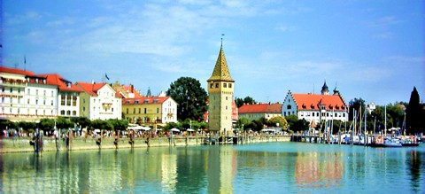 Ein Wellnesswochenende oder einen Wellnessurlaub in Bayern: Hafenpromenade in Lindau am Bodensee
