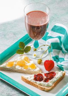Süßes Frühstück mit Schokodrink