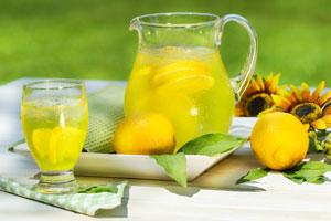 Natürliche Abnehmmittel: Zitrone, Apfelessig, Flohsamen, Teesorten ...