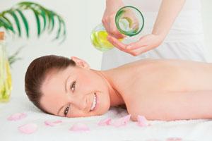 15 Rezepte für Massageöle - Wellness für Zuhause
