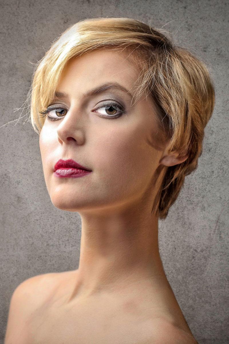 Schöne blonde Haare mit Strähnen - Blonde kurze Haare
