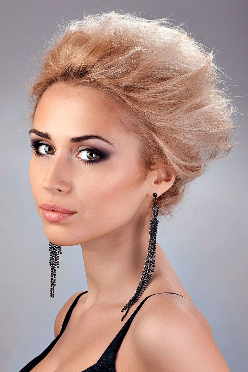 coole wilde kurzhaarfrisur f r blondes haar blonde. Black Bedroom Furniture Sets. Home Design Ideas