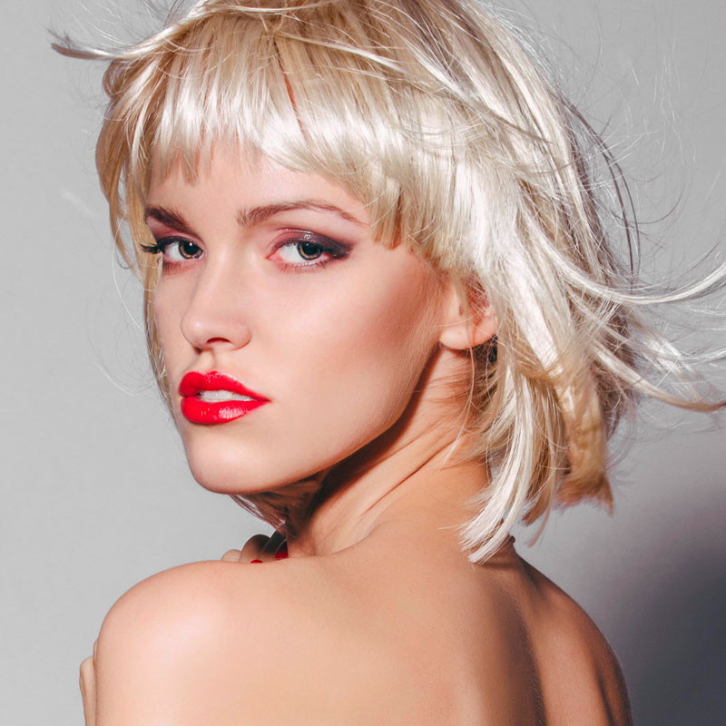 blonder frecher bob im undone-look - bob frisuren mit pony