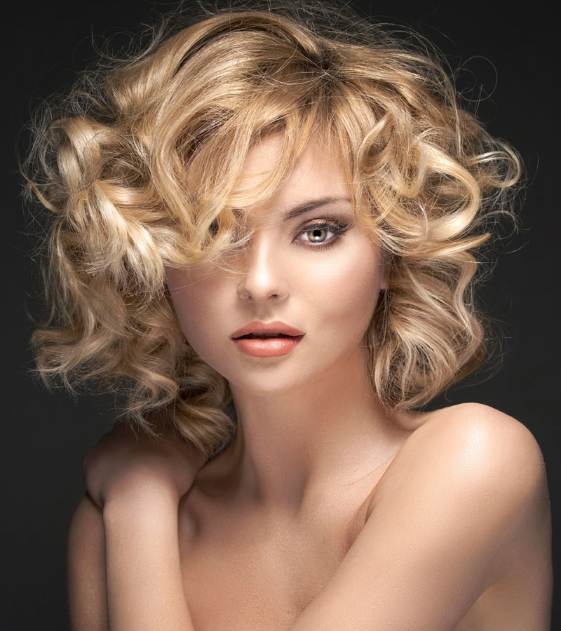 blonde stufige lob frisur mit gro en locken bob frisuren mit locken. Black Bedroom Furniture Sets. Home Design Ideas